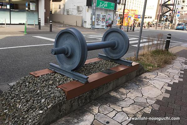 国鉄前線の車輪のモニュメント